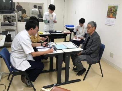 失語症の検査を体験するグループ①